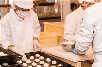 レストラン・ショップ販売用のパン・ケーキ製造スタッフ