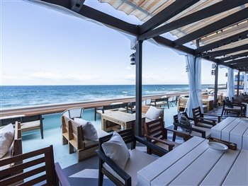 絶景サンセットを望める海辺のイタリアンレストラン ホールスタッフ
